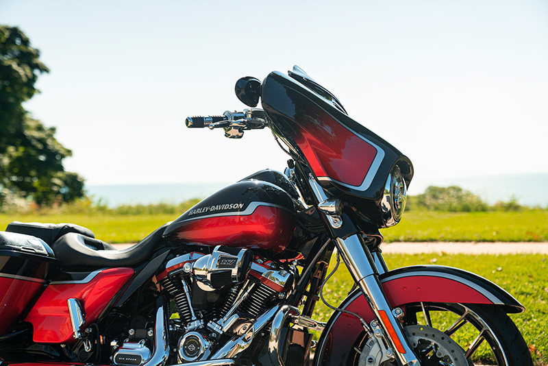 2021 Harley-Davidson CVO™ Street Glide® in Michigan City, Indiana - Photo 8