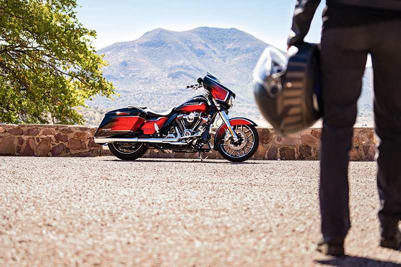 2021 Harley-Davidson CVO™ Street Glide® in Green River, Wyoming - Photo 15