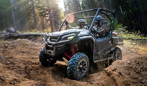 2017 Honda Pioneer 1000 LE in Phillipston, Massachusetts