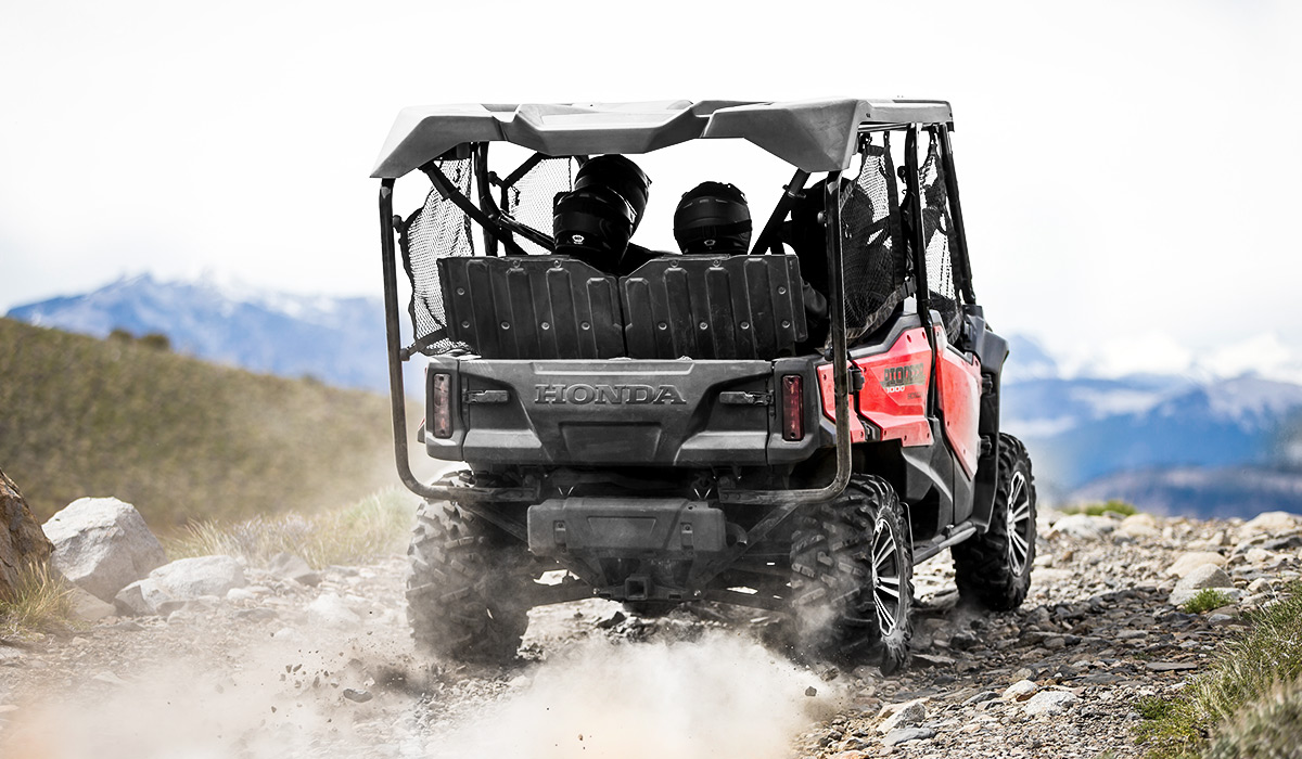 2018 Honda Pioneer 1000-5 Deluxe in Fairfield, Illinois