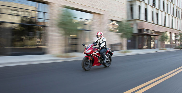 2019 Honda CBR300R in Long Island City, New York - Photo 5
