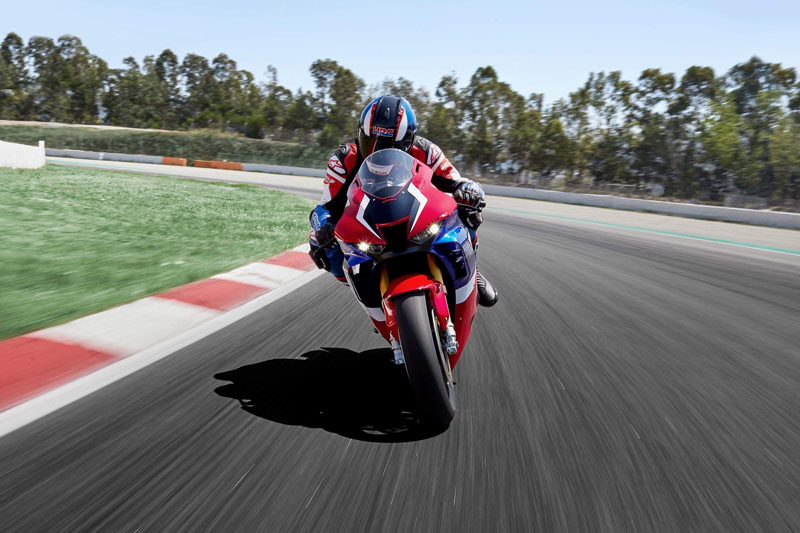 2021 Honda CBR1000RR-R Fireblade SP in Marina Del Rey, California - Photo 2