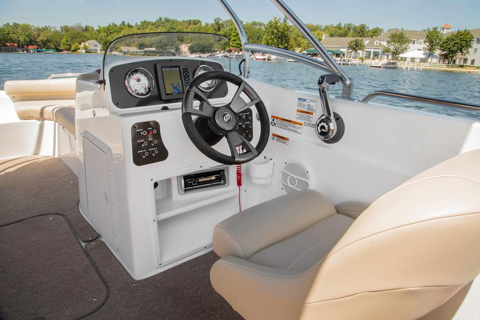 2015 Hurricane SunDeck Sport 201 IO in Bridgeport, New York