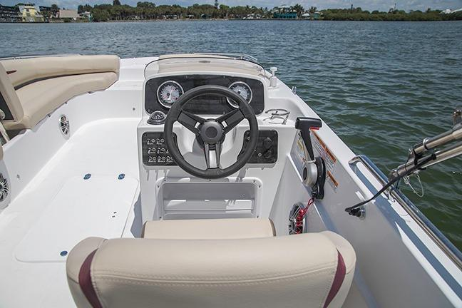 2017 Hurricane SunDeck Sport 201 IO in Ontario, California