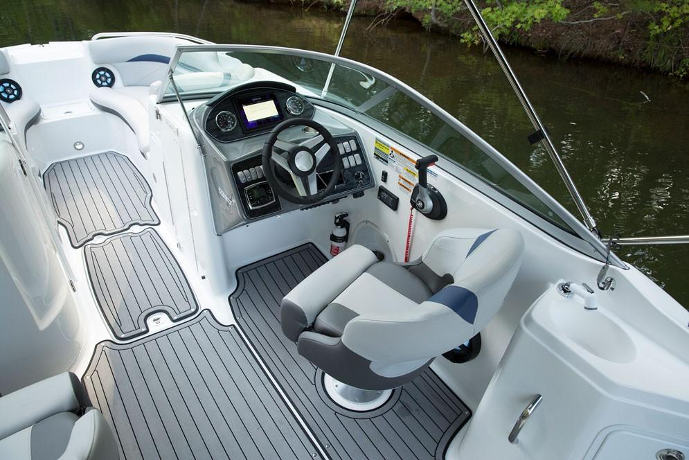 2018 Hurricane SunDeck 2400 IO in Bridgeport, New York