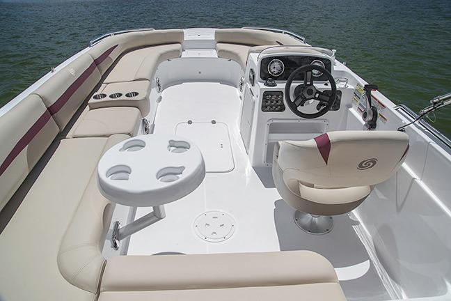 2018 Hurricane SunDeck Sport 201 IO in Bridgeport, New York - Photo 2