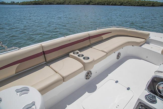 2018 Hurricane SunDeck Sport 201 IO in Bridgeport, New York - Photo 4