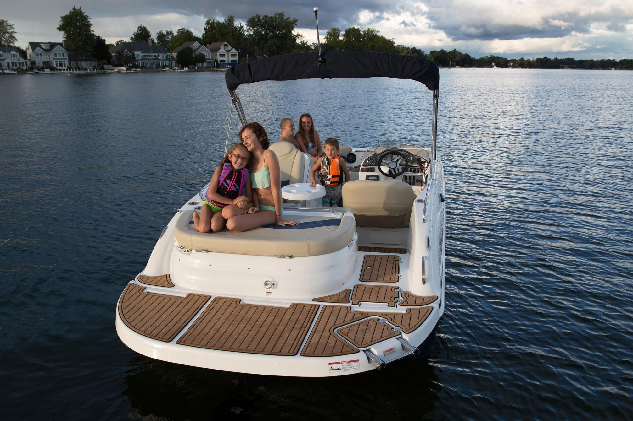 2018 Hurricane SunDeck Sport 202 IO in Lake City, Florida