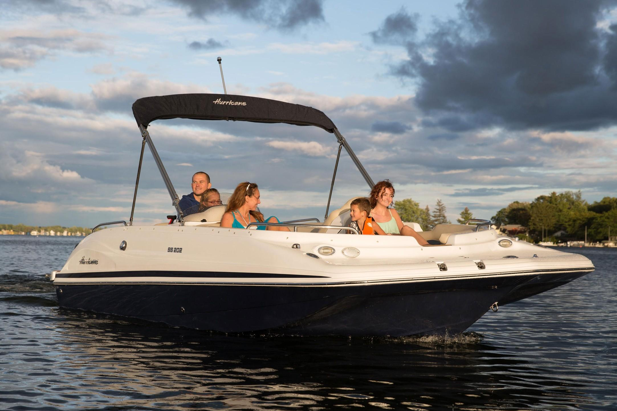 2018 Hurricane SunDeck Sport 202 IO in Bridgeport, New York - Photo 1