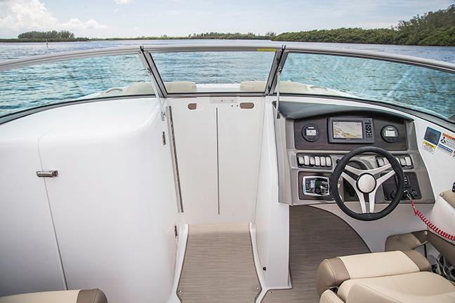 2018 Hurricane SunDeck 2690 OB in Bridgeport, New York - Photo 8