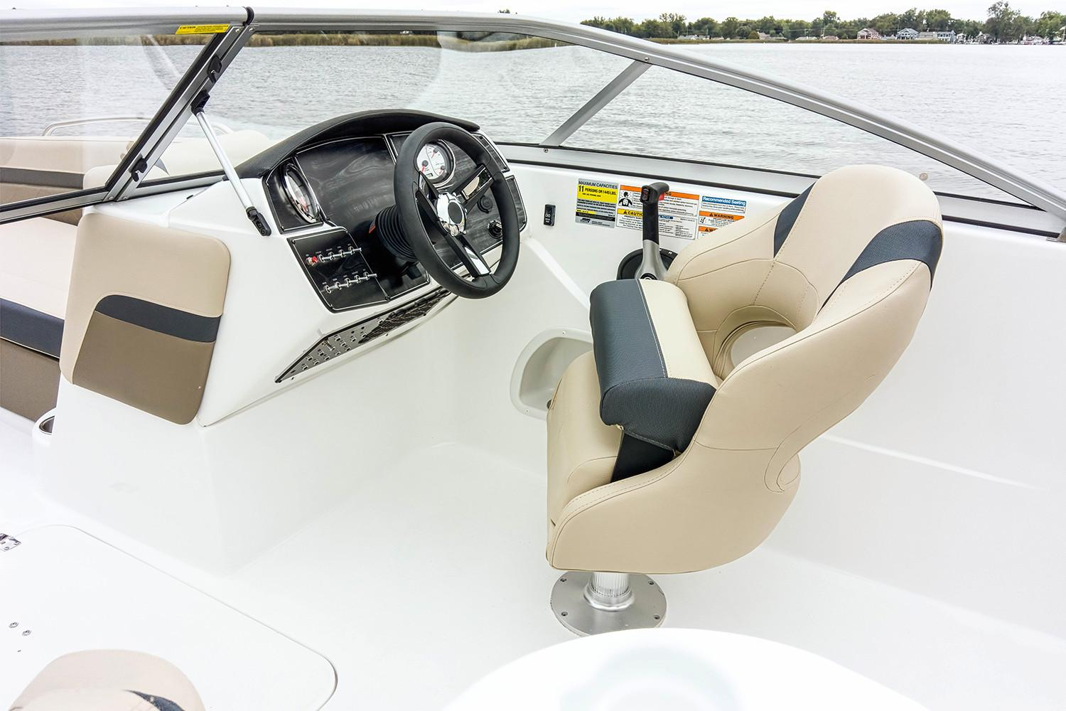 2019 Hurricane Sundeck 217 IO in Lewisville, Texas - Photo 6