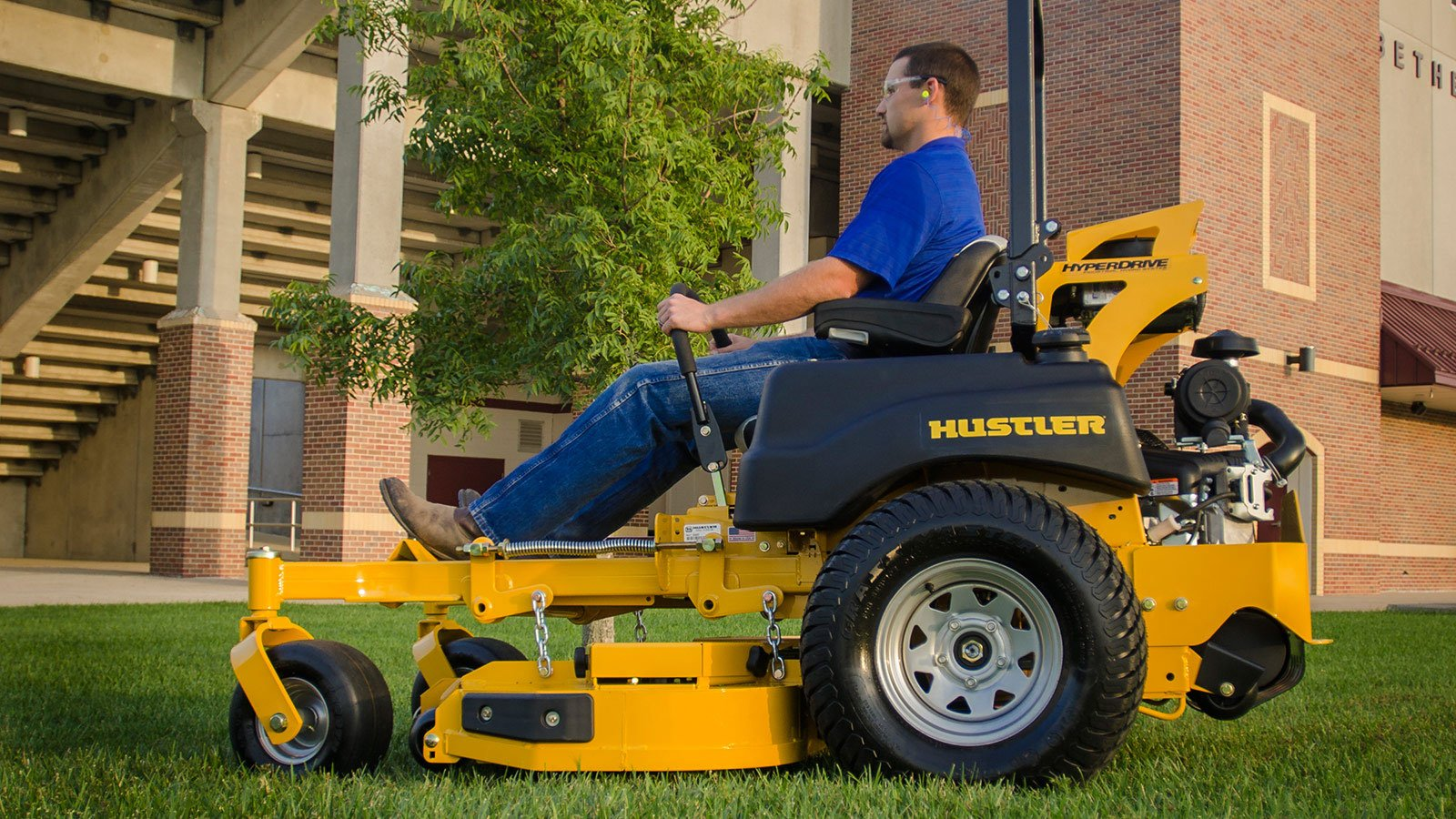 2017 Hustler Turf Equipment Super Z HyperDrive 72 in. Vanguard EFI Rear Discharge in Greenville, North Carolina