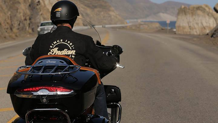 2015 Indian Roadmaster™ in Sacramento, California - Photo 4