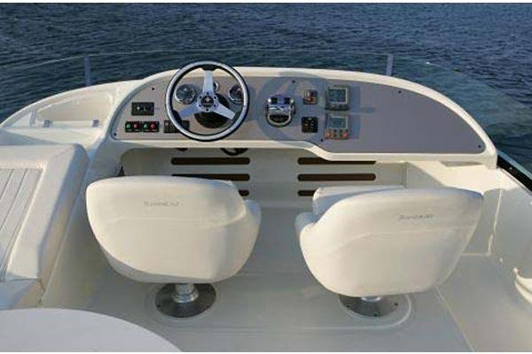 Flybridge Helm - Photo 4
