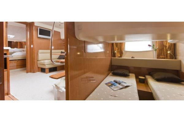 2009 Jeanneau Prestige 38 S. in Memphis, Tennessee - Photo 9