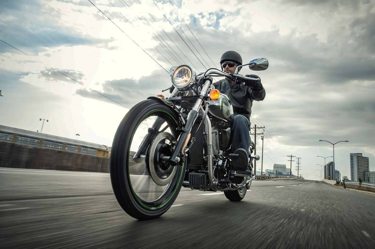 2015 Kawasaki Vulcan® 900 Custom in Wilkesboro, North Carolina