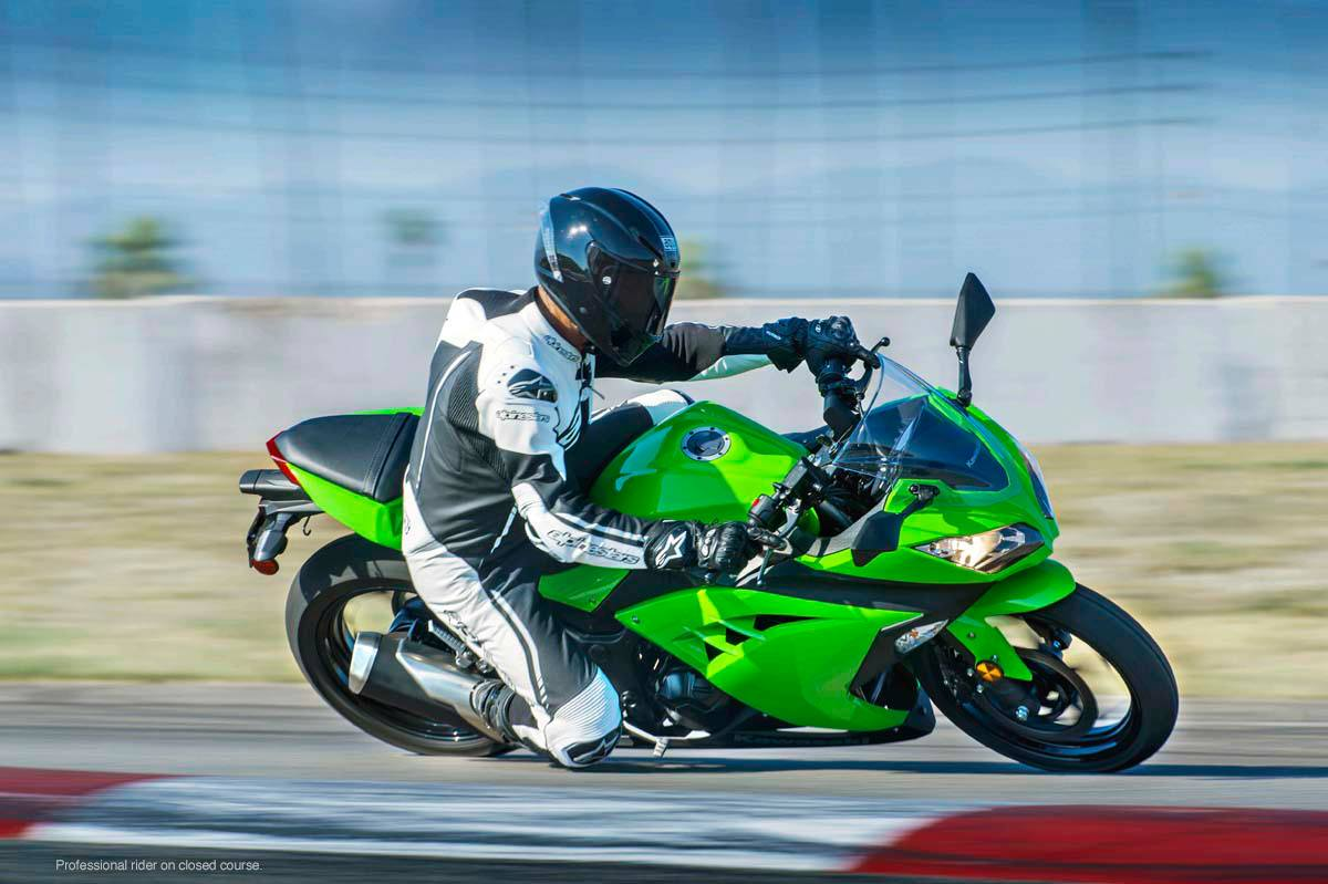 2015 Kawasaki Ninja® 300 ABS in North Reading, Massachusetts - Photo 17