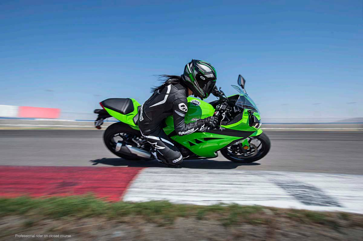 2015 Kawasaki Ninja® 300 ABS in North Reading, Massachusetts - Photo 21
