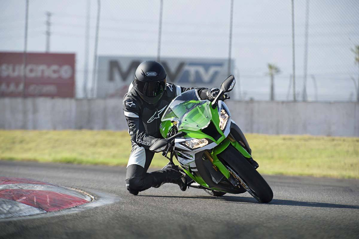 2015 Kawasaki Ninja® ZX™-10R in North Reading, Massachusetts - Photo 11