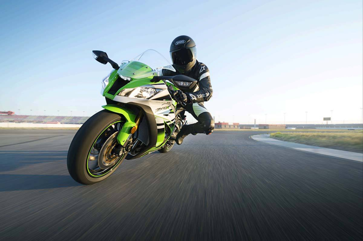 2015 Kawasaki Ninja® ZX™-10R in North Reading, Massachusetts - Photo 12