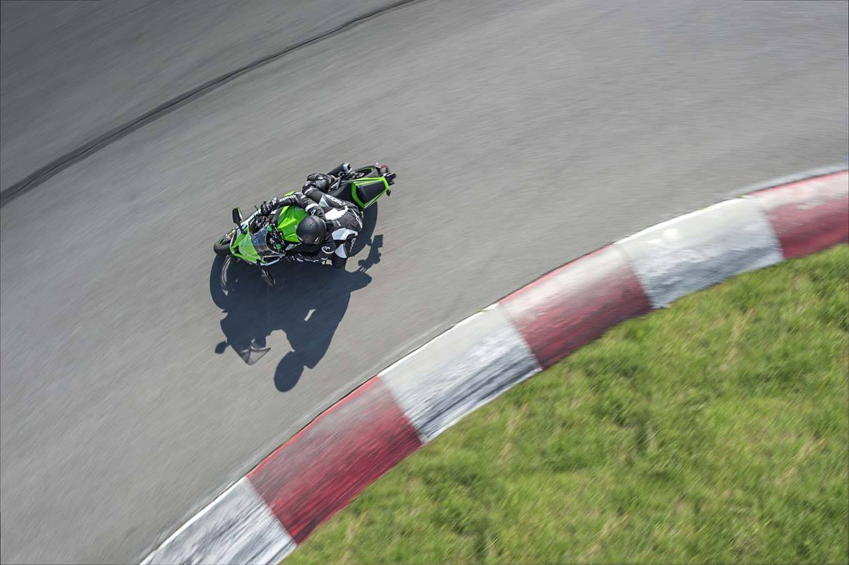 2015 Kawasaki Ninja® ZX™-10R in North Reading, Massachusetts - Photo 13