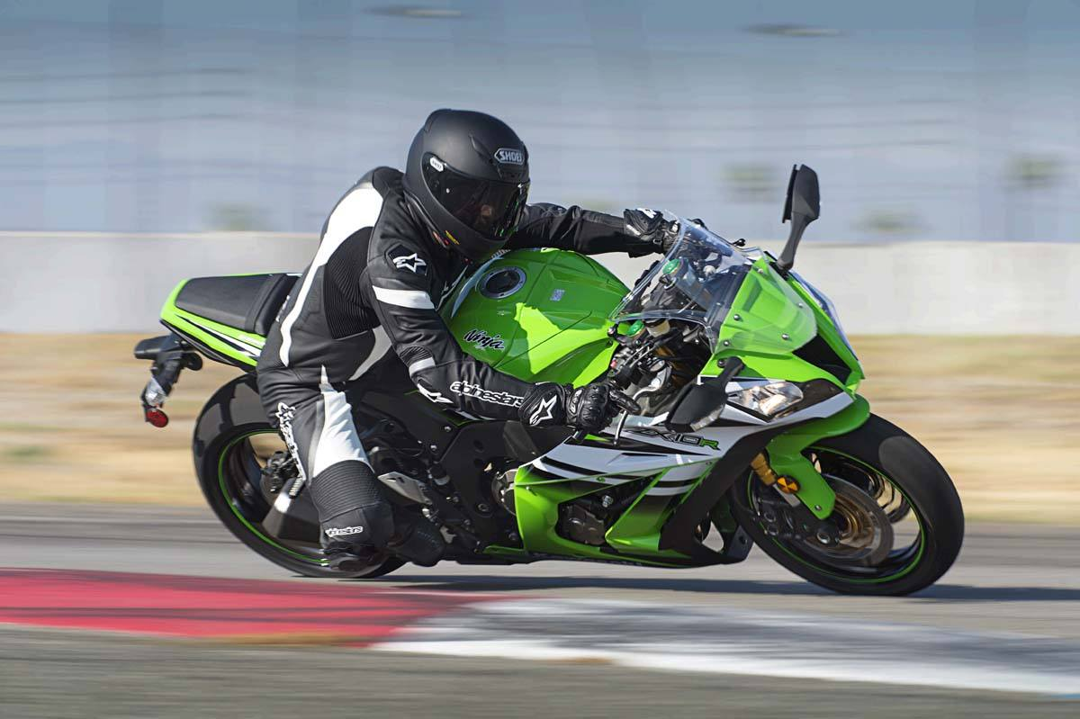 2015 Kawasaki Ninja® ZX™-10R in North Reading, Massachusetts - Photo 14