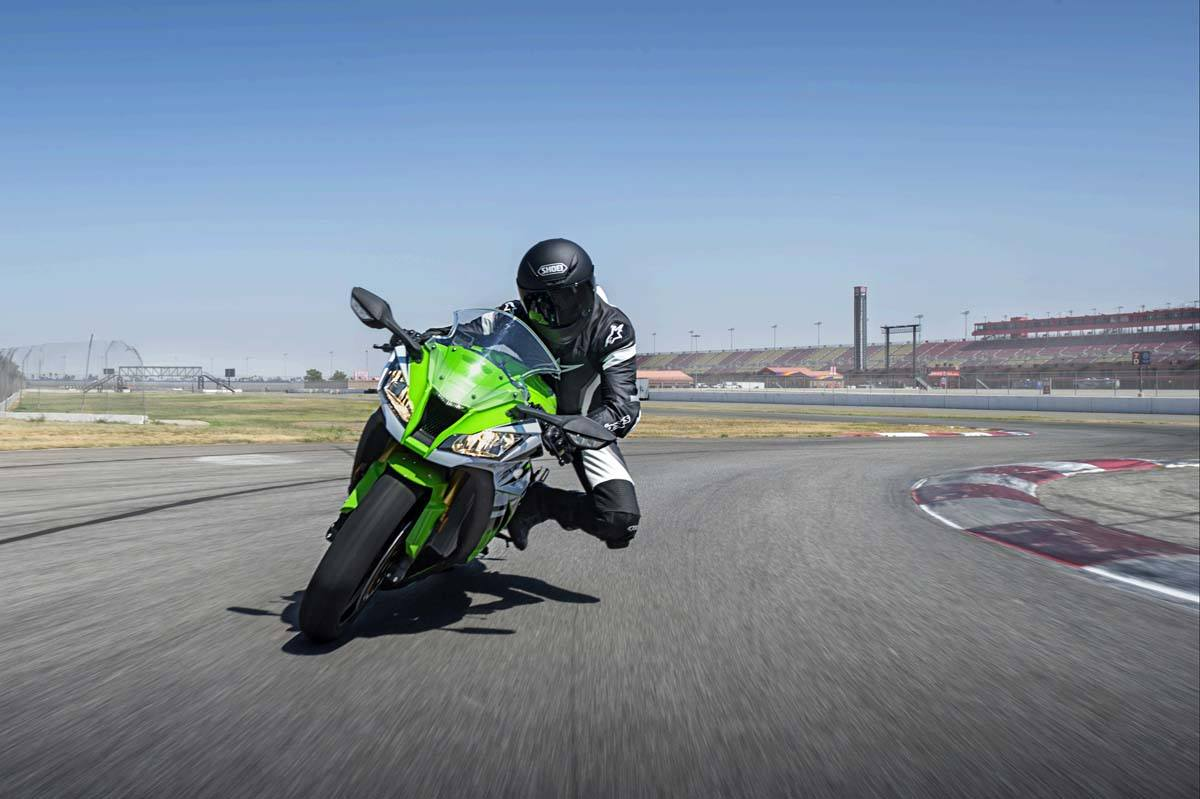 2015 Kawasaki Ninja® ZX™-10R in North Reading, Massachusetts - Photo 15