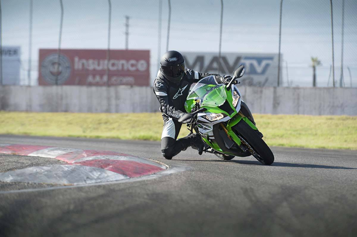 2015 Kawasaki Ninja® ZX™-10R ABS in North Reading, Massachusetts - Photo 9