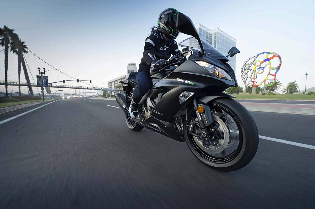2015 Kawasaki Ninja® ZX™-6R in North Reading, Massachusetts - Photo 14