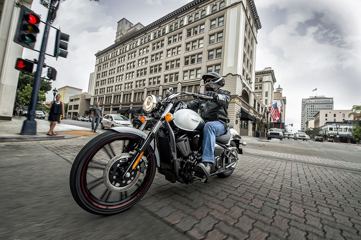 2016 Kawasaki Vulcan 900 Custom in Dimondale, Michigan