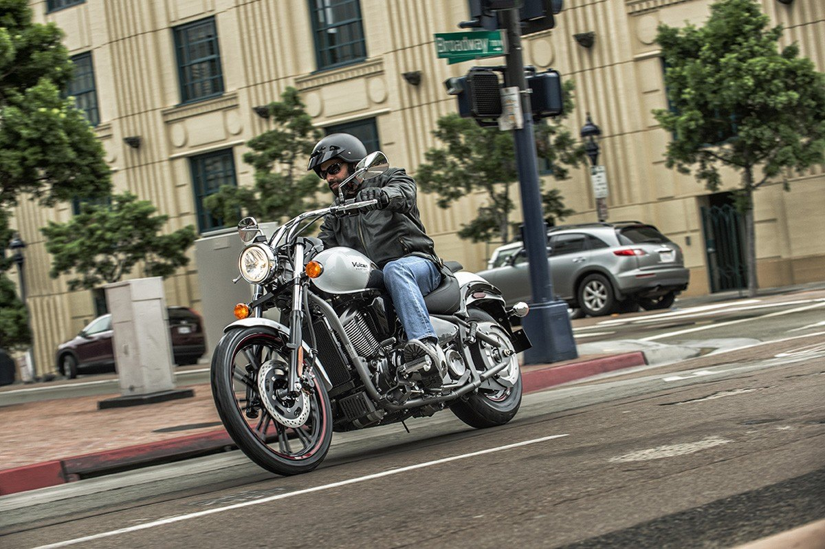 2016 Kawasaki Vulcan 900 Custom in Sacramento, California
