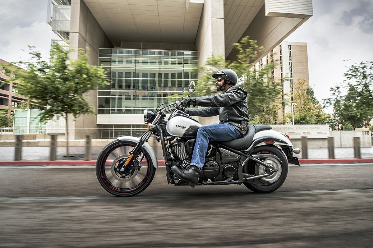 2016 Kawasaki Vulcan 900 Custom in Bakersfield, California