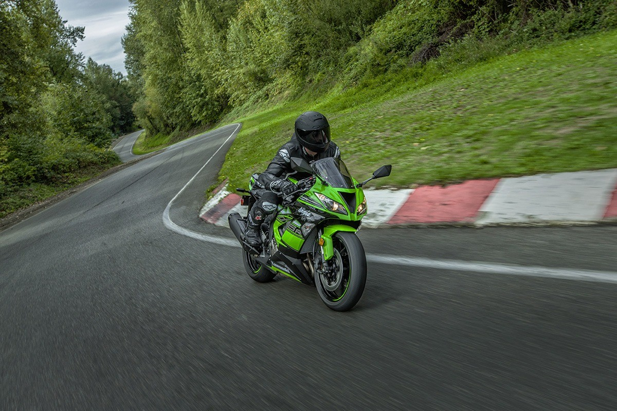 2016 Kawasaki Ninja ZX-6R KRT Edition in North Reading, Massachusetts - Photo 12