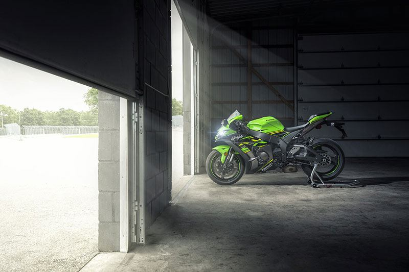 2018 Kawasaki NINJA ZX-10R ABS KRT EDITION in Laurel, Maryland - Photo 5