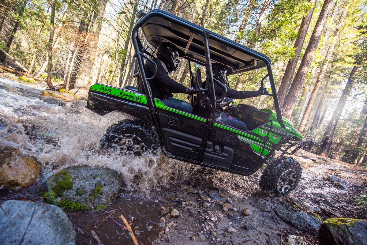 2018 Kawasaki Teryx4 LE in Greenville, North Carolina