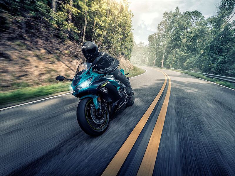 2021 Kawasaki Ninja ZX-6R ABS in Wasilla, Alaska - Photo 4