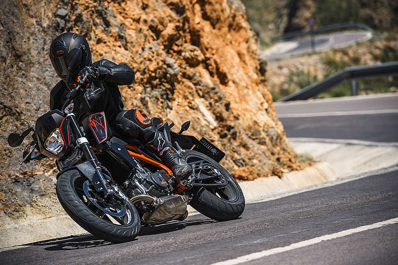 2015 KTM 690 Duke ABS in Fredericksburg, Virginia