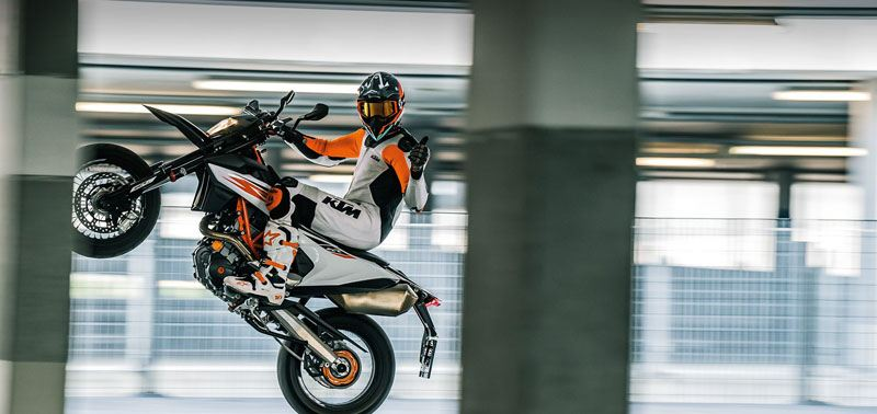 2019 KTM 690 SMC R in Troy, New York - Photo 2