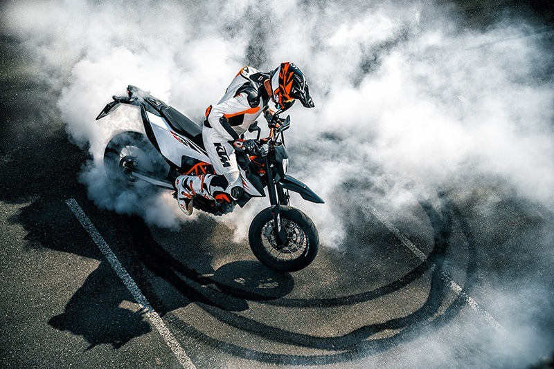 2020 KTM 690 SMC R in La Marque, Texas - Photo 2