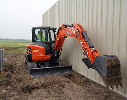 2017 Kubota Tight Tail Swing Compact Excavator with Angle Blad 3