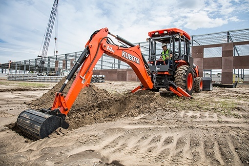 2019 Kubota M62 TLB Backhoe (BT1400) in Beaver Dam, Wisconsin - Photo 7