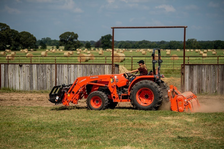 2019 Kubota MX5400 GDT 2WD in Beaver Dam, Wisconsin - Photo 12