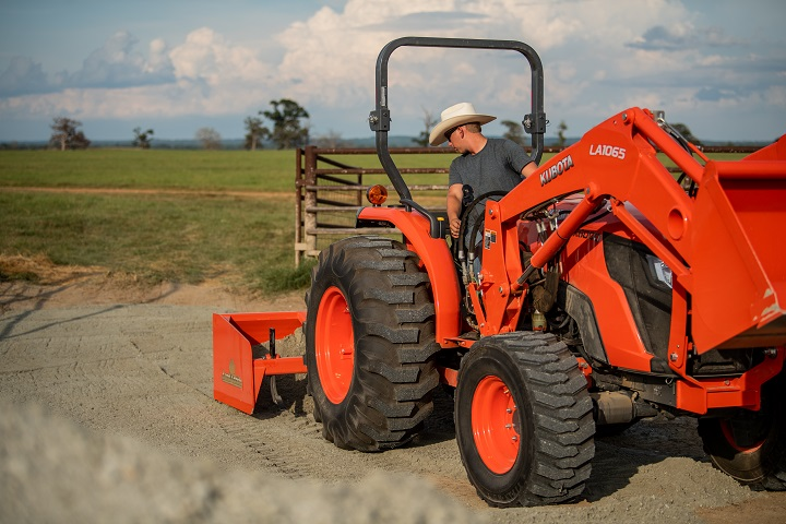 2021 Kubota MX5400 GDT 4WD with Foldable ROPS in Beaver Dam, Wisconsin - Photo 9
