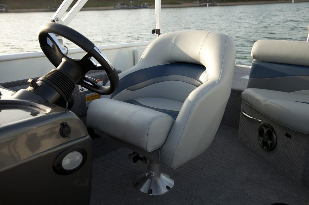 2015 Lowe SD224 Sport Deck in Fort Smith, Arkansas