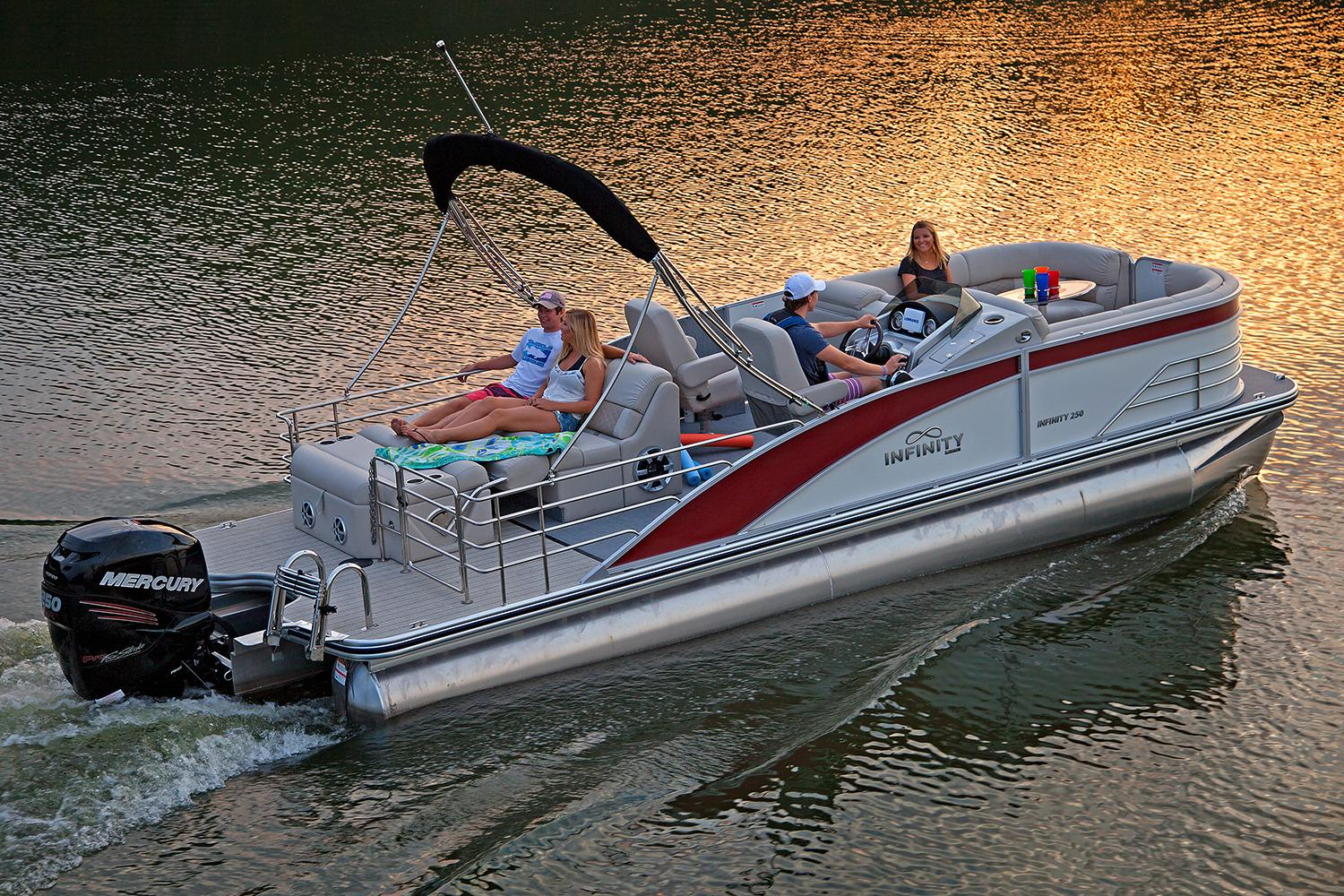 2017 Lowe Infinity 250 CL in Holiday, Florida