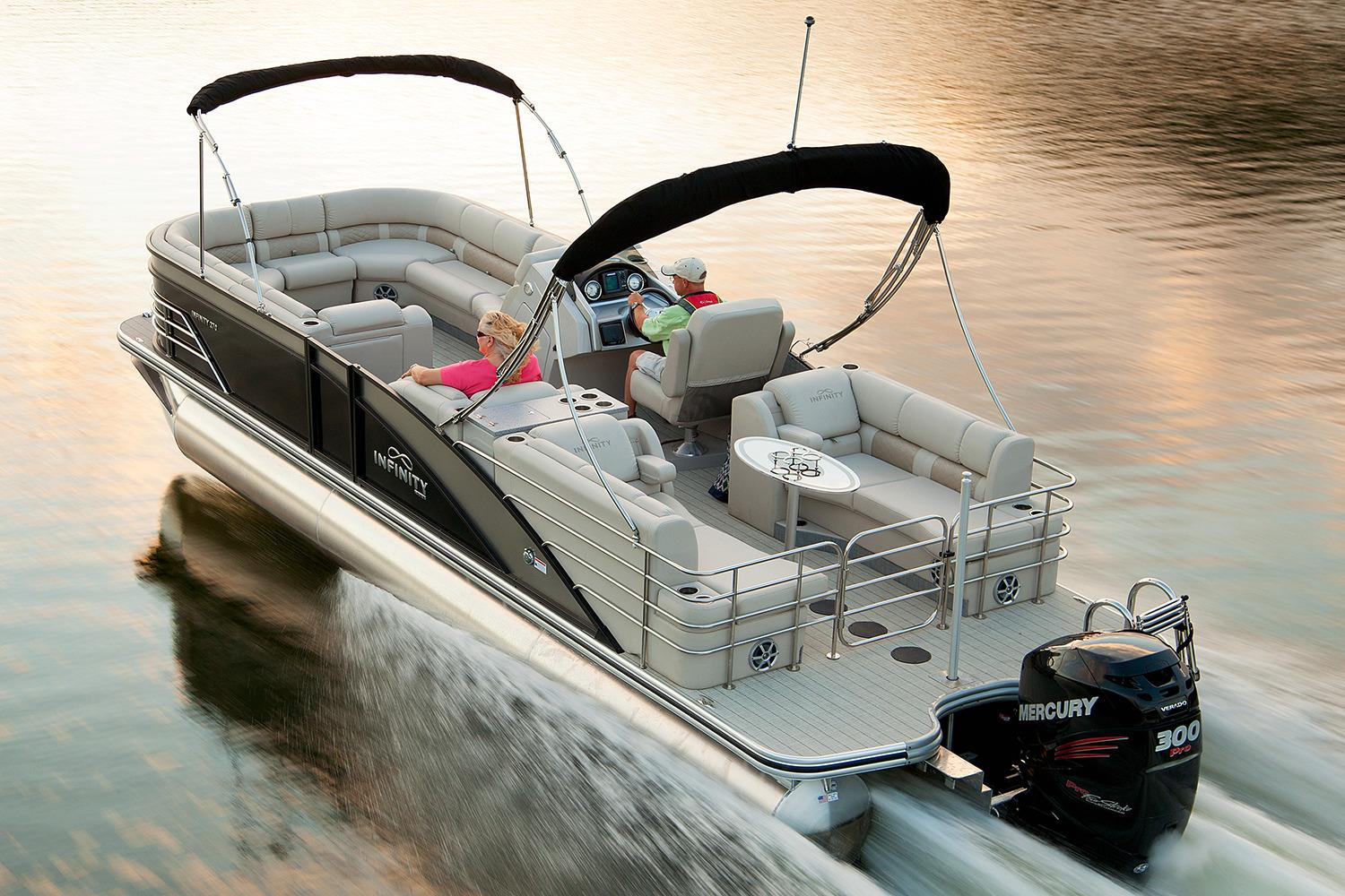 2017 Lowe Infinity 270 RFL in Holiday, Florida