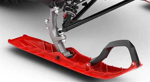 STEERING PRECISION: Blade XC+ ski - The new Blade XC+ ski completes the precise control of the Lynx Rave sport snowmobile. The new ski is longer, narrower and lighter than its predecessor and it provides great stability. Thanks to its renewed structure, the ski maintains its qualities in variable sn - Photo 5