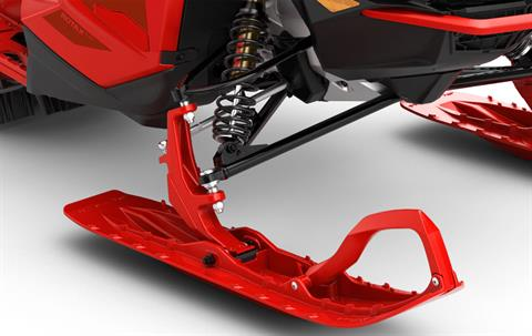 REFINED HANDLING: Blade DS+ deep snow ski - Blade DS+ ski finesses the maneuverability of Lynx BoonDocker snowmobile. The long ski steers precisely under varying snow conditions and provides consistent handling for deep snow and sidehilling. - Photo 5
