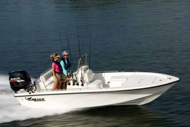 At home in shallow flats or rough bays, this versatile inshore model has a long list of standard features.
