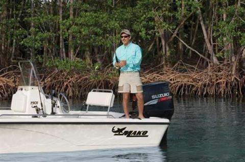 This versatile center console offers 360-degree fishability.